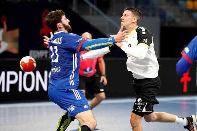 Handball WM 2021 - Frankreich vs Schweiz - Ludovic Fabregas und Andy Schmid - Copyright: FFHANDBALL / S.PILLAUD