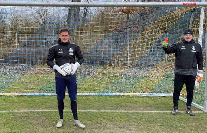 Jannes Tasche (links) und Torwarttrainer Maik Kischko (rechts) - Foto: 1. FC Lok Leipzig