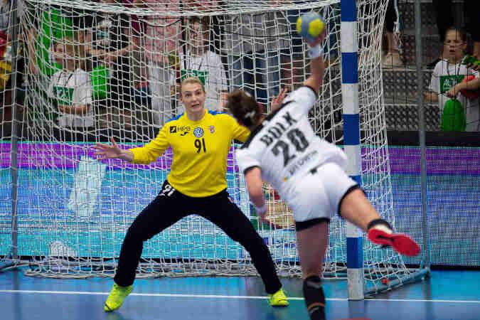 Emily Bölk - Handball DHB Deutschland - Emily Bölk im WM-Playoff-Spiel 2019 gegen Kroatien - Copyright: Imago