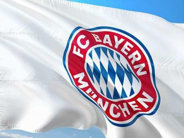 FC Bayern München - Copyright: https://pixabay.com/de/photos/fu%C3%9Fball-soccer-europe-europa-uefa-2697618/ - Lizenz: Pixabay Licence. Bild von joronoaufPixabay.