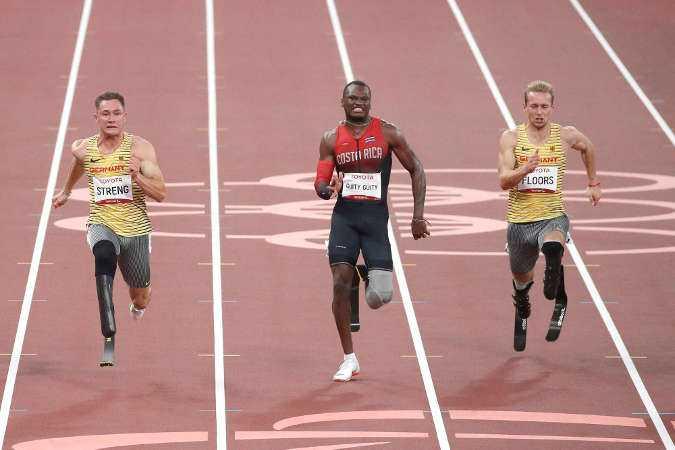 Felix Streng und Johannes Floors über 100 Meter - Paralympics Tokio 2020 - Copyright: © Joachim Sielski / DBS