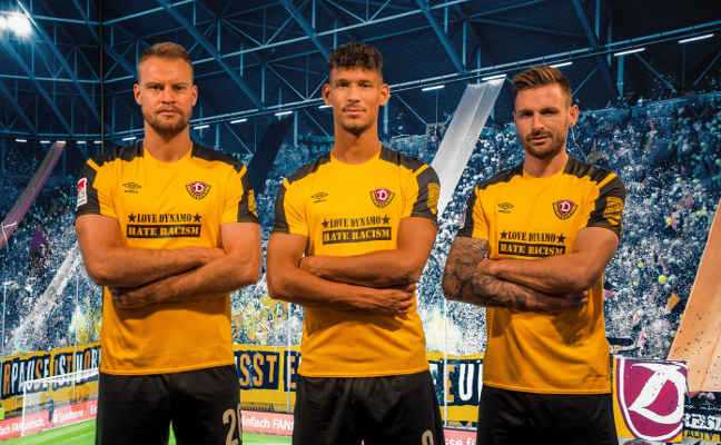 Fußball 2. Bundesliga - Dynamo Dresden - LOVE DYNAMO – HATE RACISM - Sebastian Mai, Michael Sollbauer, Heinz Mörschel - Foto: SGD/Dennis Hetzschold