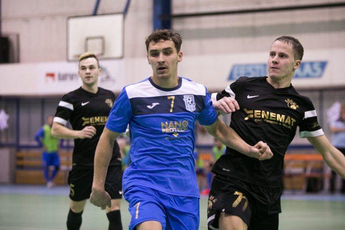 Mihhail Šrubkovski (7, FC Cosmos) и Aleksandr Starodub (77, Augur Enemat)