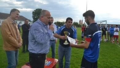 Photo of Crișul și Lipova, puse în gardă de FRF: Baraj cu trei fotbaliști Under 19? Lucaci a reacționat deja