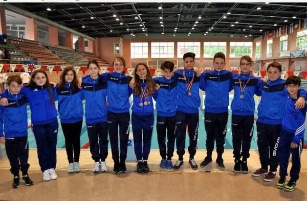 """Bășcărău și Lazăr, medaliații Gloriei la """"naționalele"""" școlare de natație"""