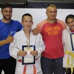 """Onețiu și Mărgărit, medaliații Sântanei la """"naționalele"""" Under 12 de judo"""