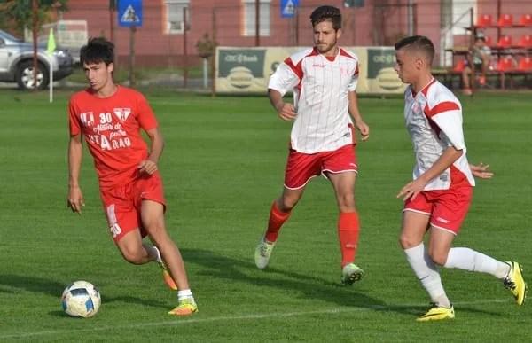 Șase goluri utiste în poarta juniorilor în jocul școală! Polgar – încercat mijlocaș central, Cârstocea a fost trimis pe stânga