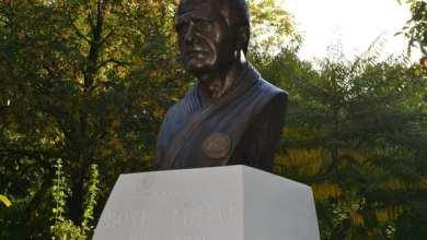 """Photo of """"Îndatorirea morală profundă"""" față de Mihai Botez a îmbrăcat forma bustului din Parcul Pădurice: """"Mi s-a eliberat inima"""""""