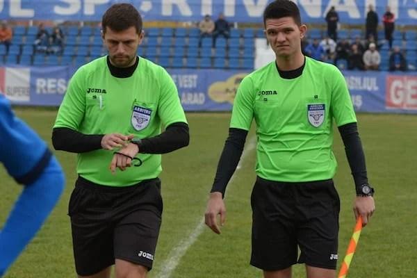 Livetext, ora 14.00: Național Sebiș – Gloria LT Cermei. Arbitrii au fluierat sfârșitul meciului în lipsa Ambulanței