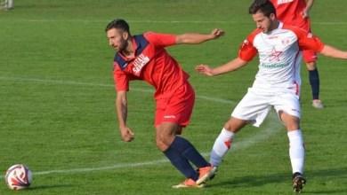 Photo of Goleadă cu Nick Faur în prim plan și cu Strătilă spectator: UTA II – Cetate Săvârșin 10-1