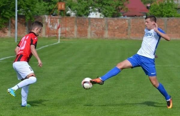 """Derby tranșat în primul sfert de oră, Cuedan îi urează baftă la baraj trupei lui """"Știli"""": Unirea Sântana – Crișul Chișineu Criș 0 – 3"""
