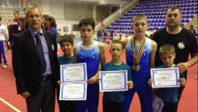 """Photo of Cinci medalii pentru arădeanul Vîț la """"naționalele"""" școlare la gimnastică artistică"""