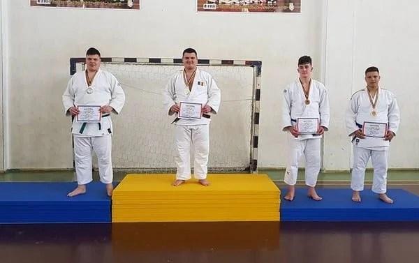 """David Nagy, la al patrulea titlu național al anului! A venit rândul """"aurului"""" la """"școlarele"""" de judo"""