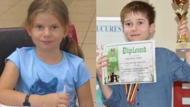 """Photo of Arădenii au strălucit la """"naționalele"""" de șah pentru copii și juniori: Sida și Magold – aur la Under 10"""