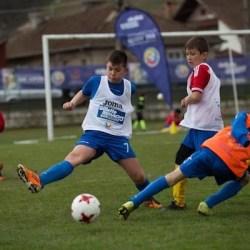 """Caravana """"Performanța are viitor"""" oprește, duminică, la Chișineu Criș! Belodedici, Geolgău și Vlădoiu aleg ultimele două talente fotbalistice între 10 și 14 ani"""