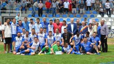 Photo of Campionii Aradului la fotbal și-au luat medaliile și trofeul, dar gândul le zboară spre barajul de promovare! Foto și Video
