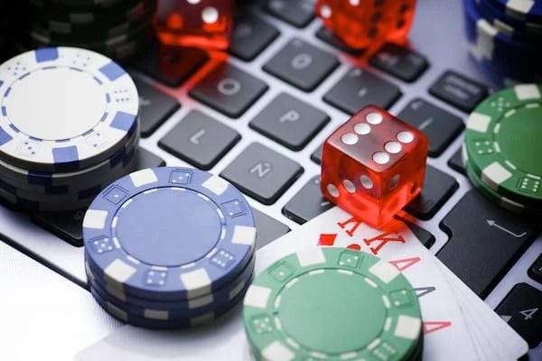 5 aspecte pe care să le iei în considerare ÎNAINTE de a te juca la casino online!