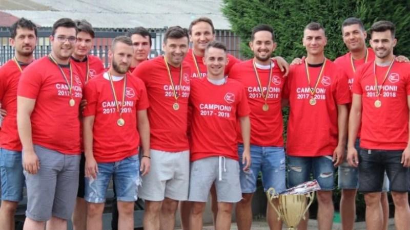 """Premierul joacă în semifinalele """"zonei"""" de minifotbal de la Arad și și-a luat deja biletele pentru Alba Iulia, Luciano mai are doar șansa locului 5!"""