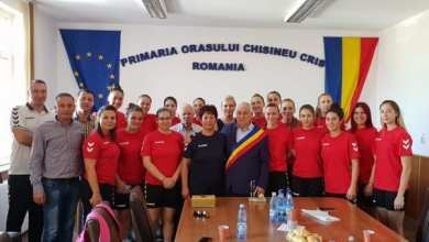 """Photo of Rezultatele hadbalistelor impun o sală de sport modernă la Chișineu-Criș: """"Domnul primar Burdan ne-a asigurat de sprijinul său"""""""