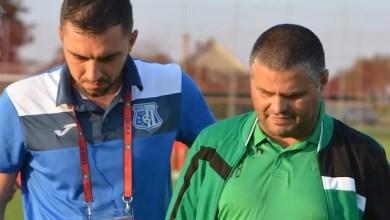 """Photo of Sabău: """"Marcând repede, adversarul s-a desfăcut și mai tare și a rezultat acest scor mare"""" vs. Bălu: """"Inadmisibil să luăm două goluri la primele faze"""""""