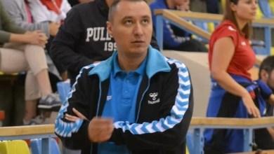 """Photo of Tudor a părăsit banca tehnică a Crișului, care va avea un alt antrenor pentru posibilul baraj de promovare în Liga Florilor! Neacșu – ultimul transfer în """"alb-albastru"""""""