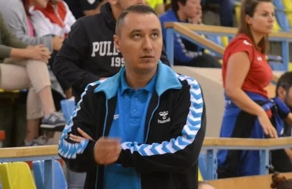 """Tudor a părăsit banca tehnică a Crișului, care va avea un alt antrenor pentru posibilul baraj de promovare în Liga Florilor! Neacșu – ultimul transfer în """"alb-albastru"""""""