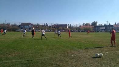 Photo of Livetext + FOTO: UTA învinge 5-0 la Beliu în amicalul cu echipa locală, partidă cu care s-a inaugurat noul stadion din comună