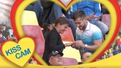 Photo of Felnăcanul Alex Sabău și-a cerut iubita în căsătorie înainte de România – Serbia, în fața unui stadion plin