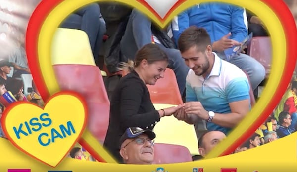 Felnăcanul Alex Sabău și-a cerut iubita în căsătorie înainte de România – Serbia, în fața unui stadion plin