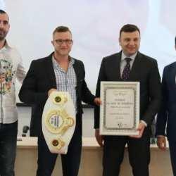 Gafencu luptă pentru o nouă centură mondială la Arad, adversarul său e cel mai bun produs al lui Remy Bonjasky