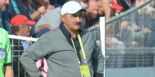 """Popa a fost în vestiarul utist de ziua sa, înainte de a pleca la un nou control la Cluj: """"A umblat la moralul jucătorilor, căci tactic mai cântărim variantele"""""""