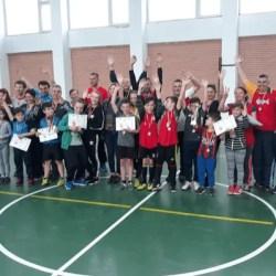 """120 de ani de fotbal la Arad: """"Duelul"""" familiilor a prins contur la sala Școlii Gimnaziale """"Aurel Vlaicu"""" Arad"""