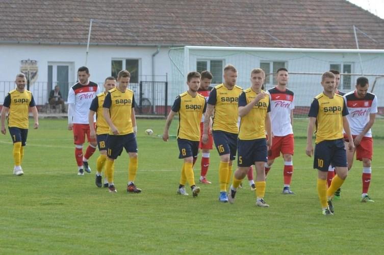 Livetext Liga 3-a, ora 18.00: Crișul - Alba Iulia 1-1, Lipova - Ghiroda 1-0, Cermei - Cugir 1-1 și Ocna Mureș - Sebiș 1-1, finale