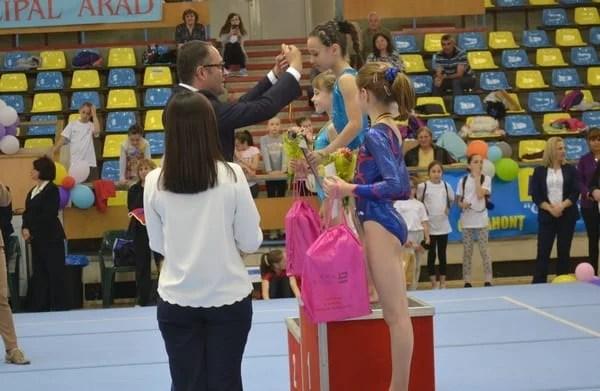 """Ministrul tineretului şi sportului promite sprijin pentru Arad: """"Finanțare corectă în anul preolimpic pentru cluburi și investiții la Polivalentă și bazinul olimpic"""""""