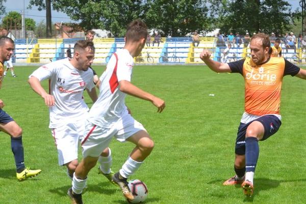 """Puștii """"roș-albi"""" au rezistat doar o oră în fața campionilor: Progresul Pecica - UTA II  3-0"""
