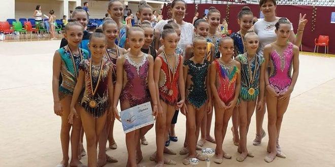 Junioarele CSM-ului sunt campioane naţionale pe echipe, la gimnastică ritmică