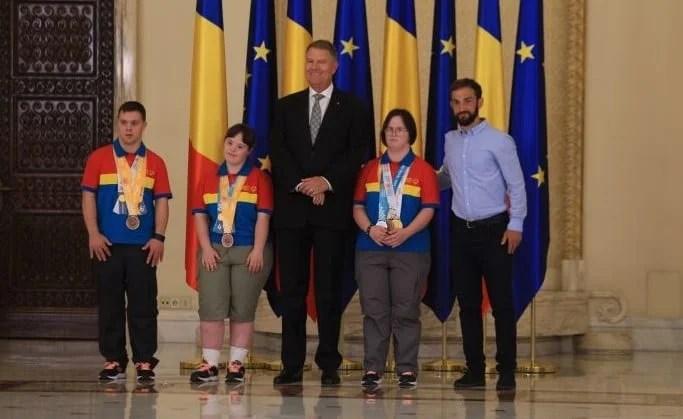 Medaliată la Special Olympics, arădeanca Mara Oprea a fost felicitată de președintele Iohannis