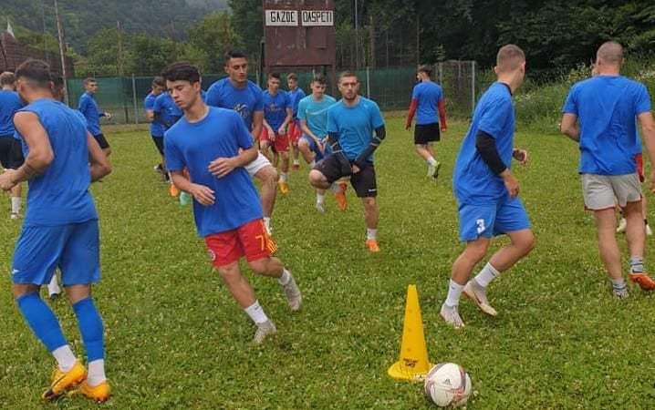 """Pecica a urcat la Moneasa cu 22 de jucători și Grad ca """"secund"""" al lui Stupar! Mitu nu și-a putut rezolva problemele la servici"""