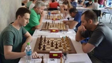 Photo of România a învins Italia la șah online cu trei arădeni în lot