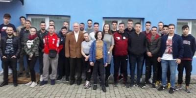 25 noi arbitri pe terenurile fotbalului județean