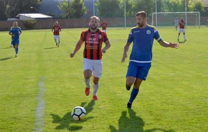 """Încurcați și de vecini, """"roș-negrii"""" își riscă tot mai mult prezența în play-off: Șoimii Șimand - Unirea Sântana 1-1"""