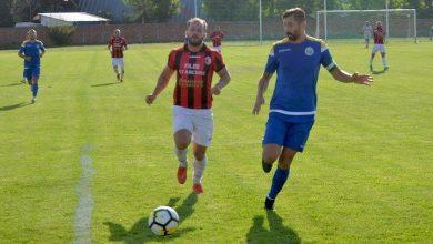 """Photo of Încurcați și de vecini, """"roș-negrii"""" își riscă tot mai mult prezența în play-off: Șoimii Șimand – Unirea Sântana 1-1"""