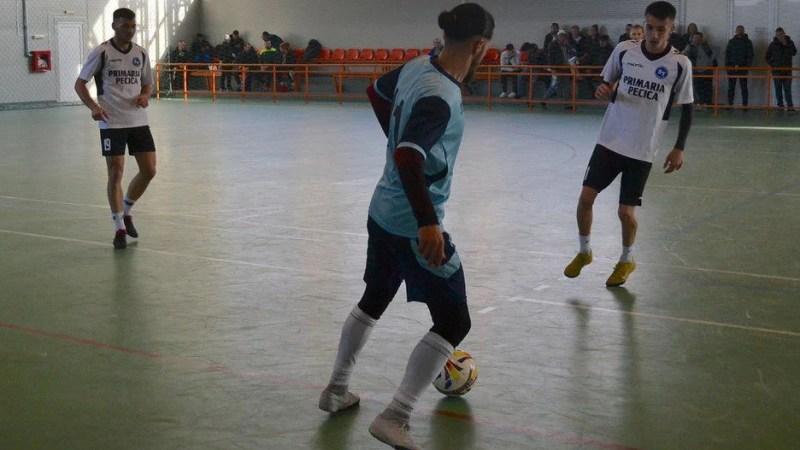 """Mâine aflăm noua """"regină"""" județeană la futsal: 9 echipe se duelează la Macea, doar trei se vor bate pentru trofeu!"""