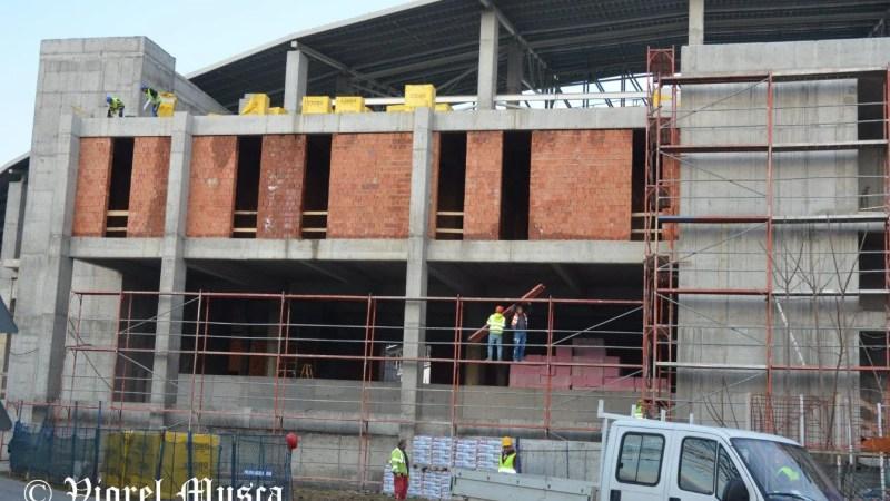 """Fotbalul s-a oprit, dar lucrările la arena """"Francisc Neuman"""" avansează: De luni se """"atacă"""" și partea de instalații"""