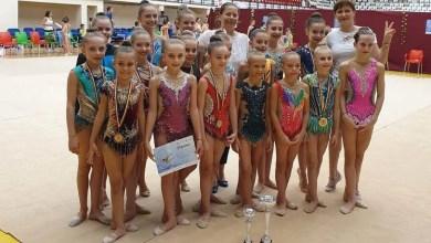 Photo of Gimnastica ritmică a trecut la un alt nivel (și) pe timp de pandemie: 32 de arădence intră în concursul internațional online!