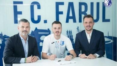 """Photo of Arădeanul Chindriș a semnat cu Farul: """"Am jucat la UTA, la Petrolul, știu cât de benefic este să ai suporterii lângă tine"""""""
