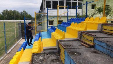 """Photo of Tribuna I a arenei din Pecica se """"îmbracă"""" în scaune, primarul Antal promite: """"Vom susține și pe mai departe fotbalul și sportul"""""""