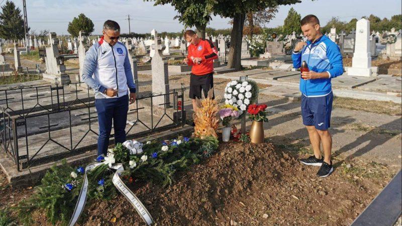 Ieșenii s-au recules la mormântul lui Ionuț Popa