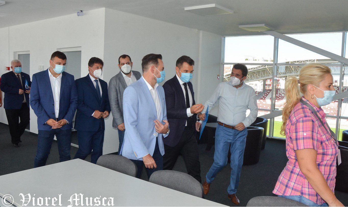 """Tupeul atinge apogeul: Primăria nu o finanțează pe UTA, dar îi va lua vreo 400 de mii de euro pe an pentru închirerea arenei """"Francisc Neuman"""""""
