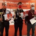 """Trofeul Arad Open la șah a trecut granița în posesia lui Adam Kozak, dar și jucătorii autohtoni s-au remarcat la ediția """"pandemică""""!"""